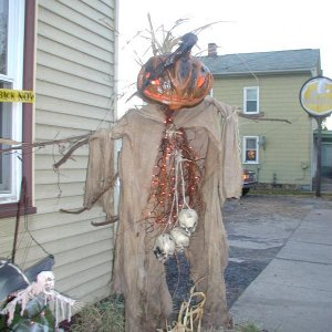 my first Scarecrow. Unfortunately the heavy rain that year took it's toll. Was my first attempt. Made it much too heavy. Chicken wire frame, monster m